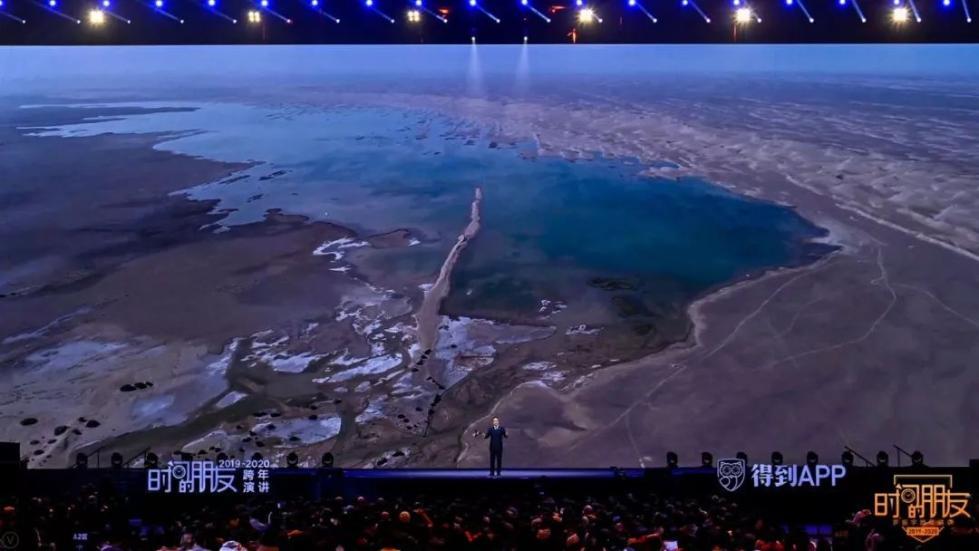 前两年,哈拉齐还只是偶尔有水。但到2019年,它已经有半年能碧波荡漾了。